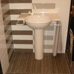 Streamline Wall with Tides Floor | Byrd Tile Bathrooms